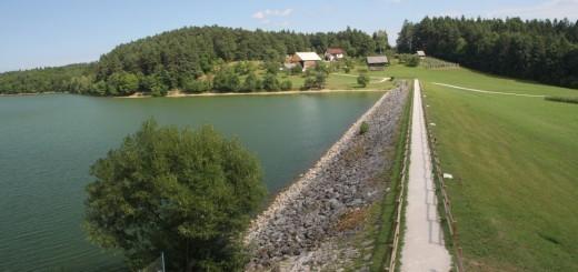 smartinsko-jezero-v-objemu-neokrnjene-narave-3300