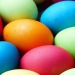 Velikonočni pirhi – pobarvajmo jih na naraven način