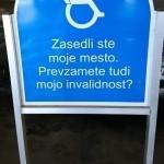 Parkiranje na invalidskih parkirnih mestih